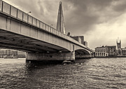 A Souppes - London Bridge Black and...
