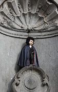 Urinating Posters - Manneken Pis in Brussels dressed as Dracula Poster by Kiril Stanchev