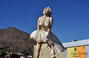 Diane Lent - Marilyn Monroe Statue in...