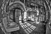 Byzantine Photo Metal Prints - Master Bedroom At Fonthill CastleBW Metal Print by Susan Candelario
