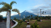 Manuel Cadag - Mayon At Lignon Hill