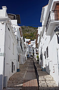 Pueblo Blanco Metal Prints - Mijas street Metal Print by Rod Jones