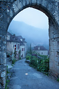 Midi Photo Prints - Misty dawn in Saint Cirq Lapopie Print by Brian Jannsen