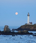Lawrence Pratt - Moonset at Pigeon Point