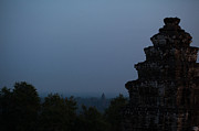 Samantha Leonetti - Night Falling on Angkor...