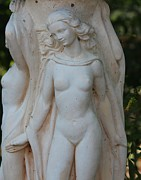 Cynthia Snyder Art - Nude Lady Statue by Cynthia Snyder
