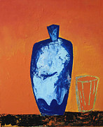 Vivid Colour Mixed Media Framed Prints - Objet bleu sur fond orange et verre Framed Print by Dominic Lutringer