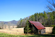 Sarah Yost - Old Barn in Smoky...