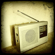 Sepia Metal Prints - Old radio Metal Print by Les Cunliffe