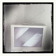Electronic Photos - Old television by Les Cunliffe
