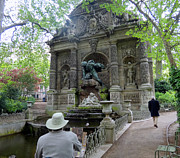 Pond In Park Prints - Painting the Fontaine de Medicis  Print by Linda Marshutz