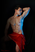 Hot Male Prints - Para amar segundo Print by Mark Ashkenazi
