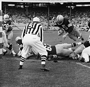 Throw Photo Prints - Paul Hornung Touchdown Print by Sanely Great
