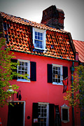 Susanne Van Hulst Prints - Pink House Gallery on Cobblestone Street in Charleston Print by Susanne Van Hulst