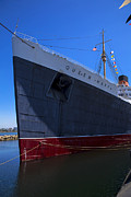 Liner Photos - Queen Mary Bow by Garry Gay