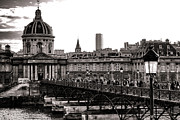 Visitors Prints - Quintessential Paris Print by Olivier Le Queinec