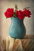 Elena Nosyreva - red roses in a blue pot