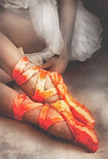 Silk Paintings - Red Shoes by Mo T