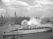Ocean Liner Framed Prints - RMS Queen Mary Arriving In New York Harbor Framed Print by War Is Hell Store