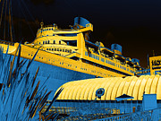 Tourist Attraction Digital Art - RMS Queen Mary by Wendy J St Christopher
