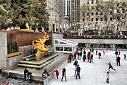 Skates Prints - Rockerfeller Center skaters in New York CIty midtown Manhattan Print by Geri Scull