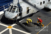 Green Bay Prints - Sailors Chock And Chain A Ch-46e Sea Print by Stocktrek Images