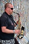 Berlin Mixed Media Prints - Saxophonist at the Berlin Wall Print by Gynt