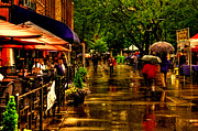 Tn Prints - Shoppers in the Rain - Market Square Knoxville Tennessee Print by David Patterson
