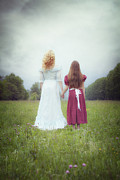 Embracing Art - Sisters by Joana Kruse