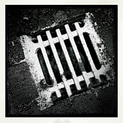 Abstract Art - Snow covered drain black and white minimalism abstract by Matthias Hauser