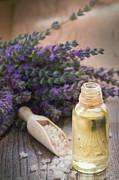 Mythja  Photography - Spa with lavender oil and bath salt