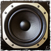 Beat Prints - Speaker Print by Les Cunliffe