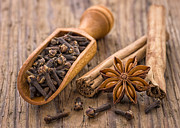 Palatia Photo - Spice scoop with cloves...