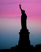 DerekTXFactor Creative - Statue of Liberty at dusk