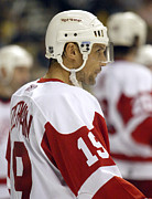 Steve Yzerman Framed Prints - Steve Yzerman Framed Print by Don Olea