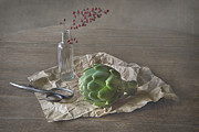 Elena Nosyreva - Still life with artichoke and red berries
