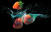 Simon Bratt Photography - Strawberries splashed...