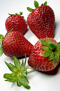Lebensmittel Framed Prints - Strawberry Framed Print by   Bullysoft