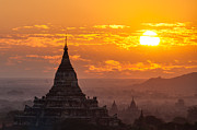 Birma Prints - Sunrise over Bagan Print by Immanuel Vinikas