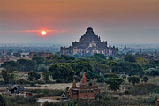 Buddhismus Framed Prints - sunrise over Bagan Framed Print by Juergen Ritterbach