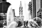 Swann Digital Art - Swann Fountain Philadelphia Pa in Black and White by Bill Cannon