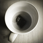 Cup Photos - Tea cup by Les Cunliffe