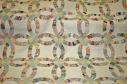Quilt Art Photos - The Double Wedding Ring Quilt by Linda Albonico