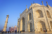 Uttar Pradesh Prints - The Taj Mahal Agra Print by Robert Preston