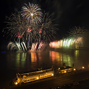 Pyrotechnics Photos - Thunder Over Louisville - D008432 by Daniel Dempster