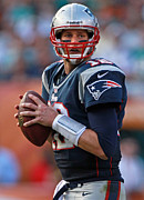 Hall Of Fame Metal Prints - Tom Brady looking for the opening Metal Print by Sanely Great