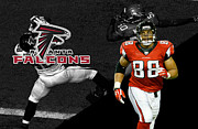 Gonzalez Framed Prints - Tony Gonzalez Falcons Framed Print by Joe Hamilton