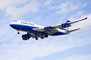 Gear Photo Posters - United Airlines Boeing 747 Airplane Flying Poster by Paul Velgos
