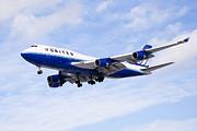 United Airlines Boeing 747 Airplane Flying Print by Paul Velgos