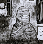 Alienate Prints - Urban Art In Fort Kochi Print by Shaun Higson